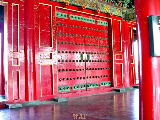 Red doorway at the Forbidden City (Beijing, China)