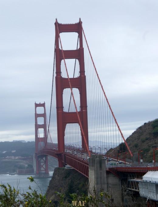 the Golden Gate Bridge (San Francisco, photographed 09/13/09)